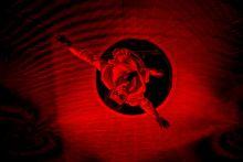 Fuerza Bruta A Fuerza Bruta újcirkuszi show-jának egy pillanata a Sziget Fesztiválon 2015. 08. 12-én. Az előadás egy felfújható, átlátszó dóm alatt és fölött játszódik a nézők bevonásával.
