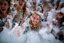 Habfürdő Habfürdőben buliznak a résztvevők 2015. 08. 12-én a Sziget Fesztiválon.