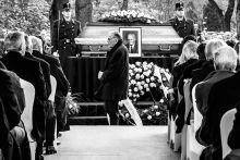 Búcsúzás Mécs Imre, Göncz Árpád egykori rabtársa, a család kérését tiszteletben tartva, nem az eredetileg tervezett beszédével búcsúztatta közeli barátját.