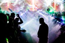 Fények Fiatalok szórakoznak Sopronban a VOLT fesztiválon a David Guetta koncert alatt. 2015.07.03 Sopron.