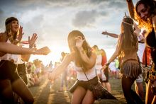 Nyár Fiatalok táncolnak a Balaton Sound fesztiválon Zamárdiban. 2015.07.09
