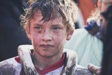 Meggyötörve A 11 éves Kovács Ádám egy izzasztó motokrossz verseny után fogadja a gratulációkat, 2015. október 18-án, Gyálon.