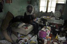 Juju Juju egy remete aki a romániai Stájerlakanina (Anina) már évek óta bezárt bányaudvarán lakik ebben az egyedi környezetben