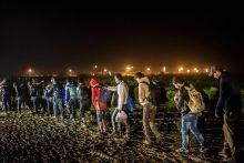 Menekültek a zákányi határnál  2015.10.17.-én, a határzárás előtt megérkezett az utolsó vonat Horvátország felől. A kb. 2000 menekült jött át a magyar oldalra, ahol bokáig, esetenként térdig érő sárban gyalogoltak az állomásra.