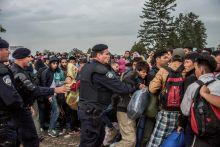 Tovarnik 2015. szeptember 24.-én az időjárás rosszabbra fordult. A szerb-horvát határ közötti senki földjén egyre nagyobb tömegek torlódtak fel, ami összeütközésekhez vezetett.