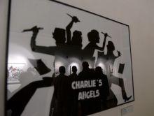 JeSuisCharlie A JeSuisCharlie karikatúrák című, a 2015. január 7-i merényletben elhunyt újságírók és karikaturisták emlékére rendezett kiállítás a budapesti Francia Intézetben 2015. március 12-én