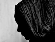 Amina, az afgán lány Amina, az afgán lány társaiért imádkozik Budapesten