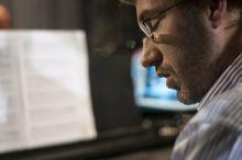 A zenébe mélyülve 2015. 09. 06-án Csengery Dániel zenei vezető, zenekarvezető, zongoraművész a Szegedi Nemzeti Színházban Az Őrült Nők Ketrece zenekari próbáján