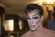 Davequeen 2015. 07. 11-én Hegyi Dávid táncos, énekes, teljes sminkben, Az Őrült Nők Ketrece előadás előtt az Átrium Film-Színházban