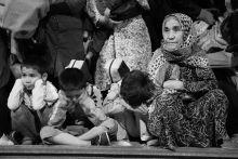 Nem hall,nem lát,nem beszél Egy afgán család várja a vonat érkezését a röszkei vasútállomáson a határzár éjjelén.