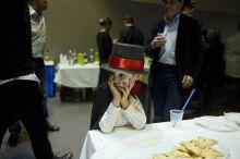 Purim Egy ortodox zsidó kisfiú unatkozik az Egységes Magyarországi Izraelita Hitközség (EMIH) budapesti Bét Menáchem iskolájában rendezett Purim-partyin, március 4-én.