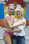 Hegyi Dóra világbajnok aerobic versenyző Sporttörténelmet írt Hegyi Dóra, női egyéniben megnyerte az aerobikosok 2015-ös Világkupa-sorozatát. Édesanyjával örülnek a sikereknek.