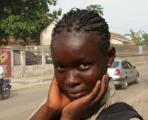 kongói portré Afrikában nem nagyon szeretik az emberek ha fotózzák őket,ezért is csodálkoztam (és persze örültem) hogy ez a fiatal lány szívesen vette hogy megörökítettem.