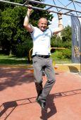 Sportos államtitkár Simicskó István sportért felelos államtitkár  a  Feneketlen-tavi 530 méter hosszú rekortán borítású futókör és a  hozzá tartozó fitneszpark avató ünnepségén  2015. augusztus 12-én.