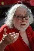 Sipos Gyula (Könyvhét, 2015) Párizsban élő, Albert Pál néven publikáló író.