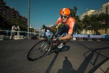 Tour de Hongrie A sorozat a több éves szünet után újra megrendezett, 2015. augusztus 4-9. között lezajlott Tour de Hongrie országúti kerékpárverseny alatt készült. A mezőny Szombathelyről a prológ után 5 szakaszt teljesítve Keszthely, Balatonföldvár, Kecskemét, Abony, Karcag, Kékestető, Gyöngyös érintésével érkezett Budapestre a Várkert bazár elé.