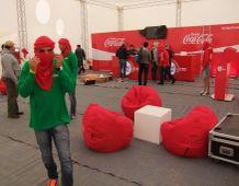 Les Dunes Electroniques  -2. alkalommal rendezték meg Nefta mellett a Szaharában (Nyugat-Tunéziában , az algériai határ mellett) a fesztivált. A 250 helyi és francia szervezőnek és a kb. 8000 vendégnek (ebből 500 külföldi)  nem volt szerencséje az idővel.A háromnaposra tervezett fesztiválból csak 6 órát tudtak megtartani a nagy esők miatt.Elmaradt a tervezett szufi táncbemutató is és a meghívott tunéziai,francia,dán ,amerikai, egyiptomi stb. dj-k jó része is csak a különböző szállodákban rendezett afterpartykon léphetett fel.A helyszín a Star Wars forgatásához használt díszletek mellett volt ami különleges hangulatot adott a fesztiválnak.