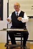 Sapszon Ferenc Sapszon Ferenc Kossuth-díjas,  Liszt Ferenc-díjas karnagy, a Magyar Művészeti Akadémia rendes tagja, a Kodály Zoltán Magyar Kórusiskola alapítója a kórustermben   2015. március 21-én.