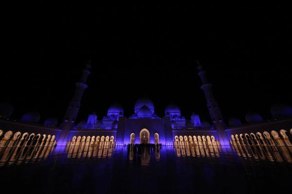 Zájed sejk-mecset-Abu Dhabiban