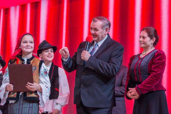 Vrencsán Anita szárnyalása (Fölszállott a páva 2015) - Borospatakától az MTVA színpadáig