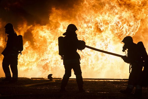 Tűzzel játszók