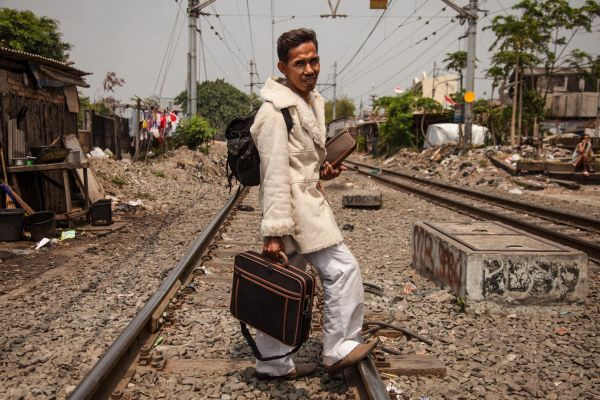 Élet a vasút mentén - Jakarta szlöm